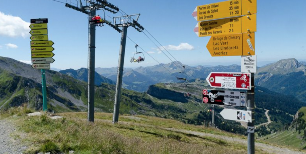 the mossettes mountain bike lift in the portes du soleil