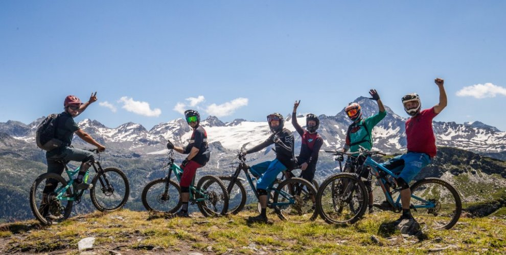 the crew on an aosta valley mtb tour in la thuile
