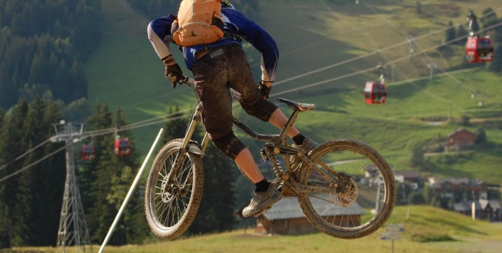 Learn how to whip in Morzine - MTB Beds