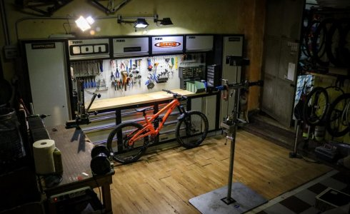 Finale Ligure bike shop work shop service orange alpine 6