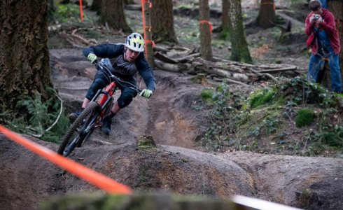 Deakin Riding Rogate DH