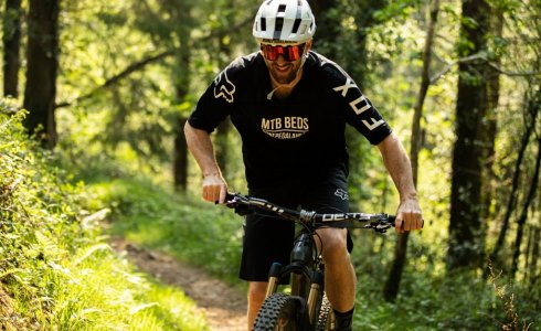 fox mtb and mtbbeds have a mountain bike jersey