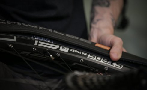 How to seat your tyre tubeless - MTB Beds