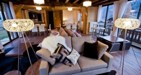 Chalet Ice luxury accommodation in Morzine social area