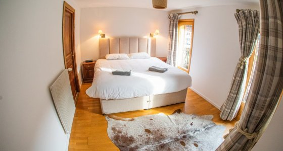 Double room in chalet five25 morzine with mtb beds